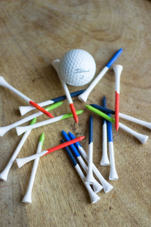 Paint golf tees for a Father's Day gift idea! #fathersdaygift #golf