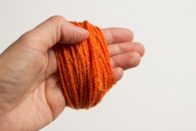 How to wrap yarn around your hand