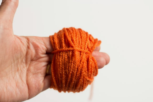 Simple yarn pumpkin tutorial