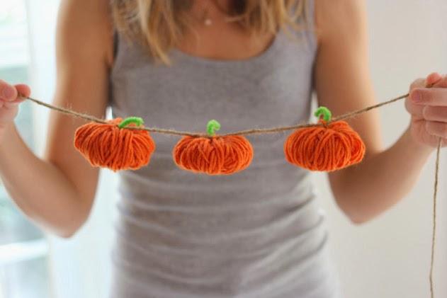 How to make a simple yarn pumpkin garland!