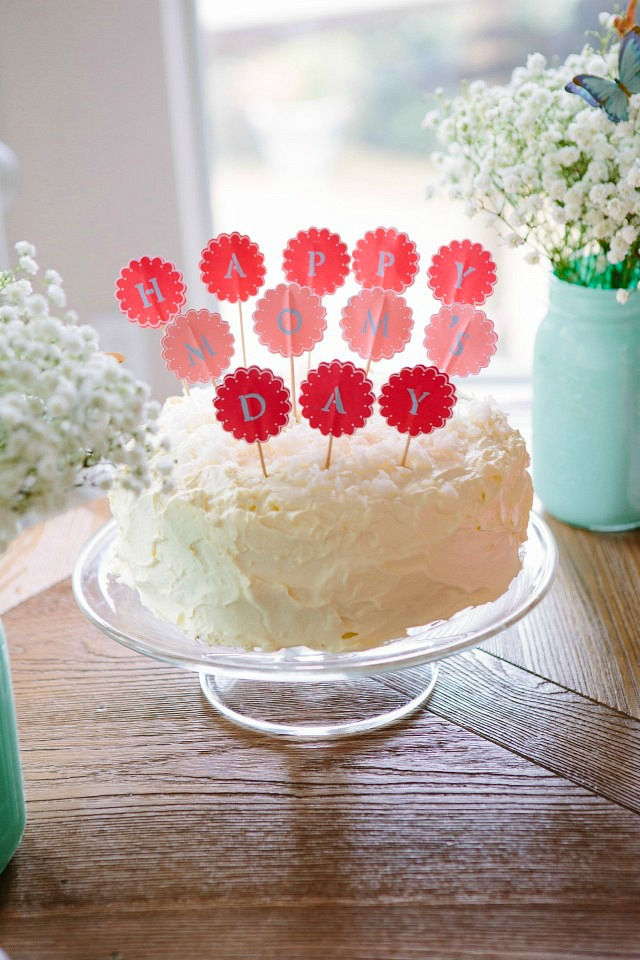 The easiest coconut cake for Mother's Day