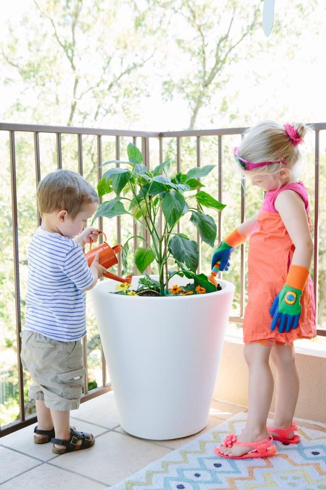 Fun outdoor kids patio decor #kidsdecor #patiodecor #outdoordecor