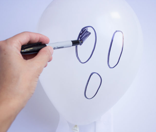 DIY Halloween Ghost Balloons
