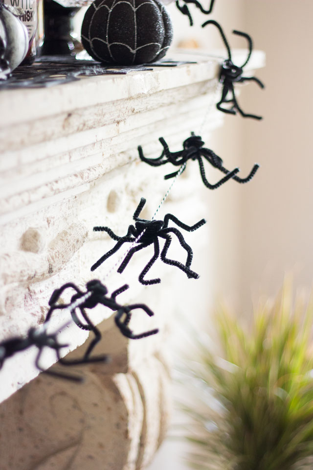 Pipe cleaners were meant to be spiders! Use them to whip of this simple Halloween spider garland in minutes. http://designimprovised.com