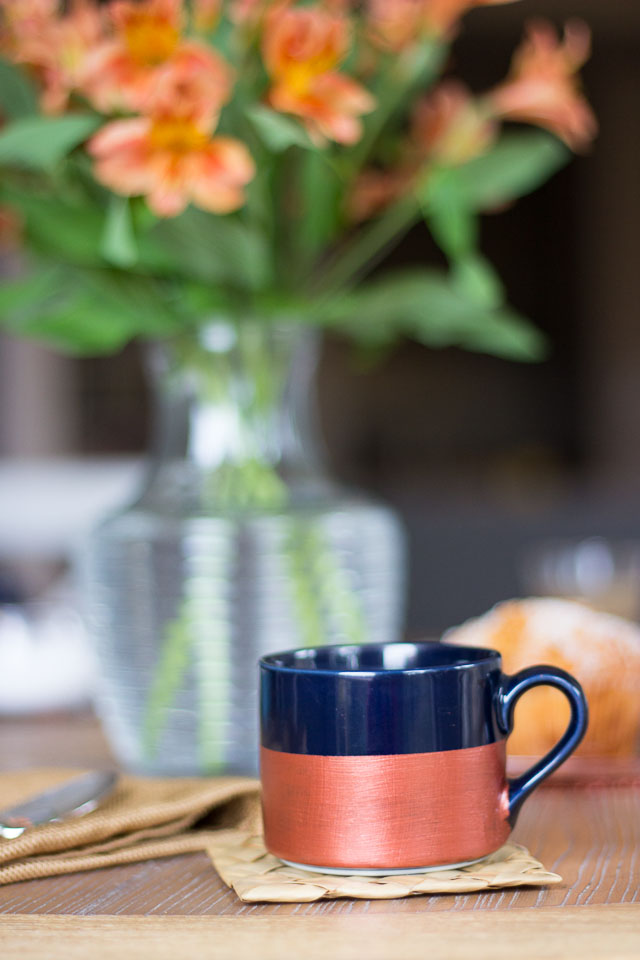 DIY metallic dipped coffee mugs! || http://www.designimprovised.com