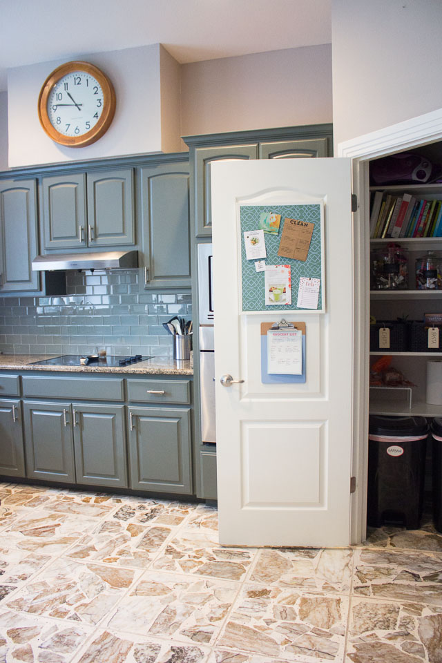 Transform your pantry door into a household command center! || http://www.designimprovised.com