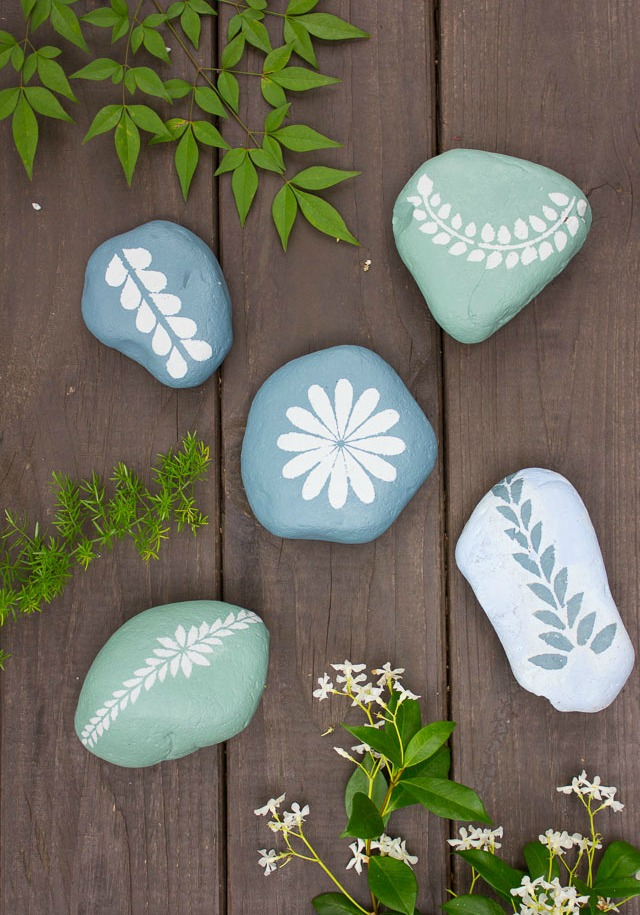 How to make rock art with stencils