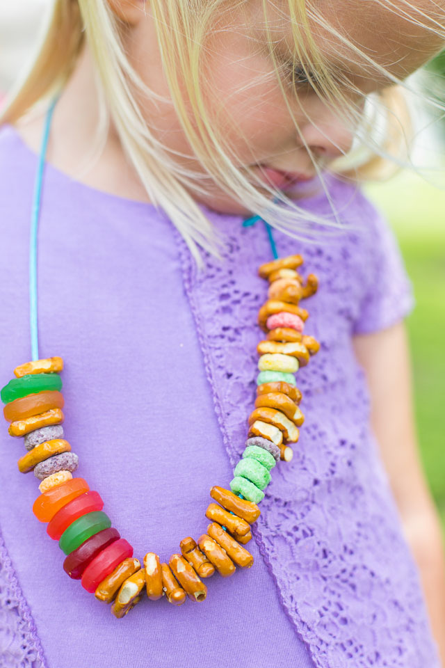How to make candy snack necklaces #candynecklaces #snacknecklaces