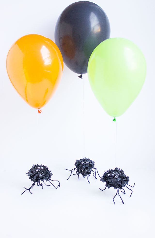 Halloween pom-pom spider balloons