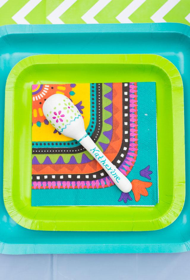 Mini maraca place cards - such a fun idea for a Cinco de Mayo party!