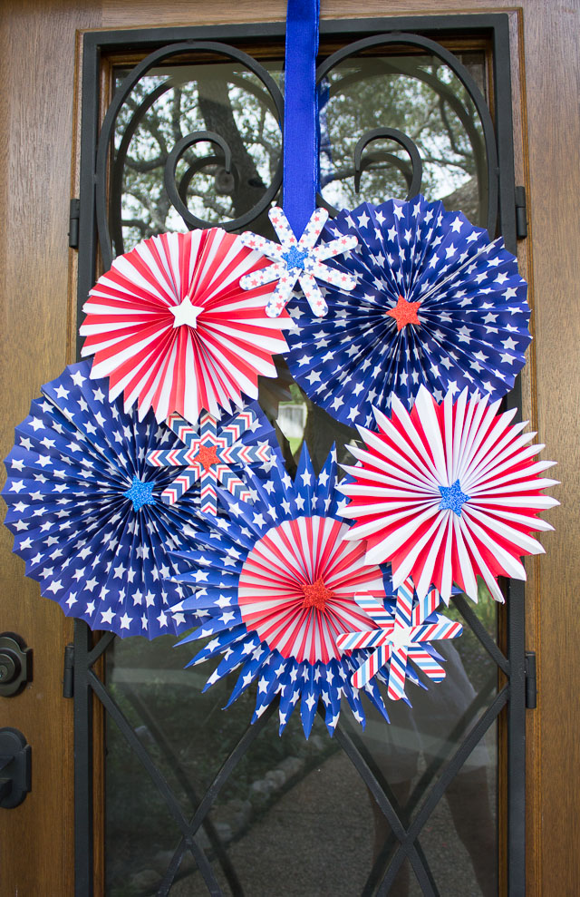 Patriotic fireworks wreath - make a big statement on your door this 4th of July!