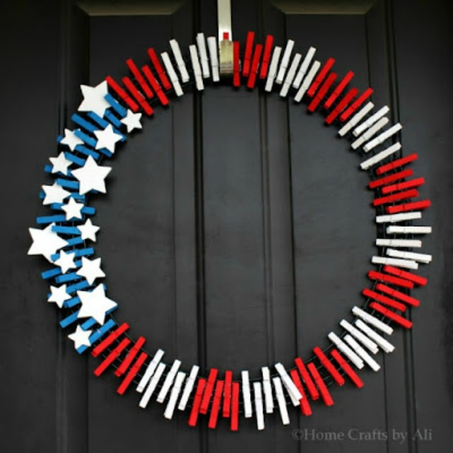 Patriotic 4th of July wreath - made from clothespins!