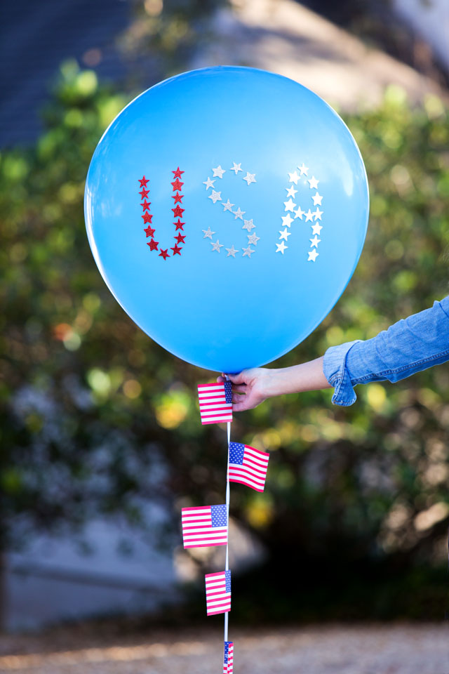 Make USA balloons for the 4th of July with star stickers!