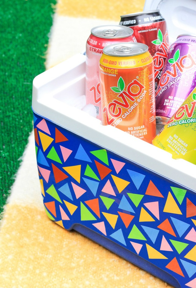 DIY picnic cooler makeover with vinyl - so clever!