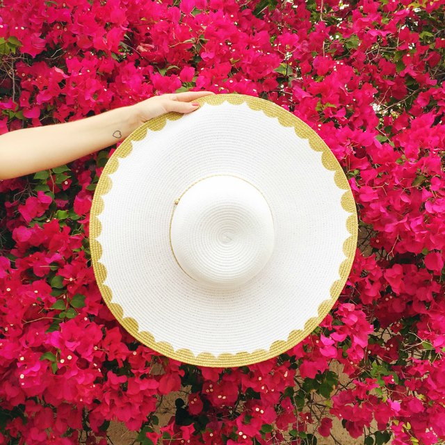 Scallop painted floppy hat - so cute!
