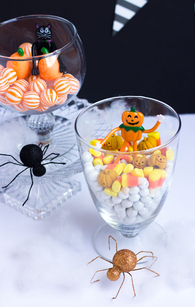 How cute are these Halloween terrariums? So easy to make!