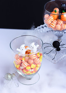 Halloween candy terrariums - so cute!