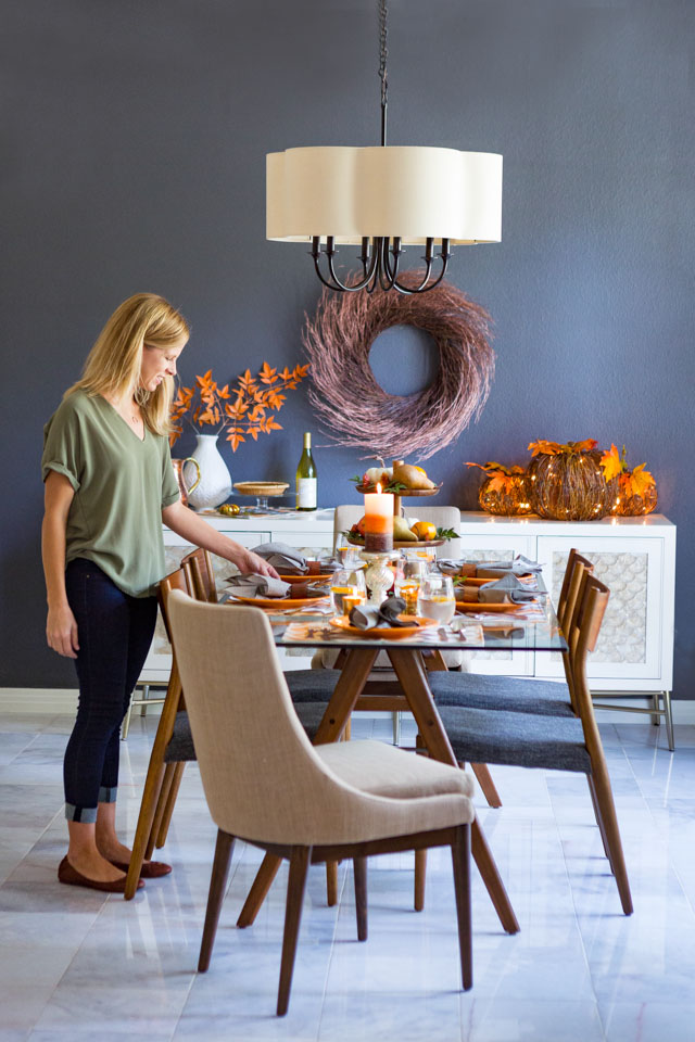 Update your dining room for fall with beautiful harvest decor!
