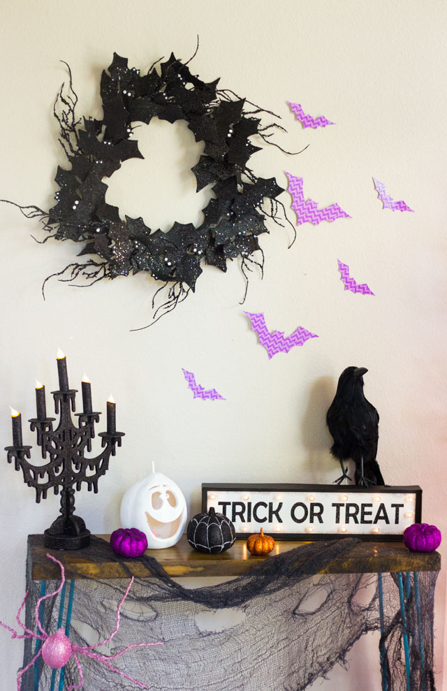 Simple decor ideas for transforming your foyer this Halloween!