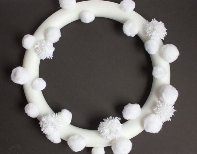 How to make a pom-pom snowball Christmas wreath