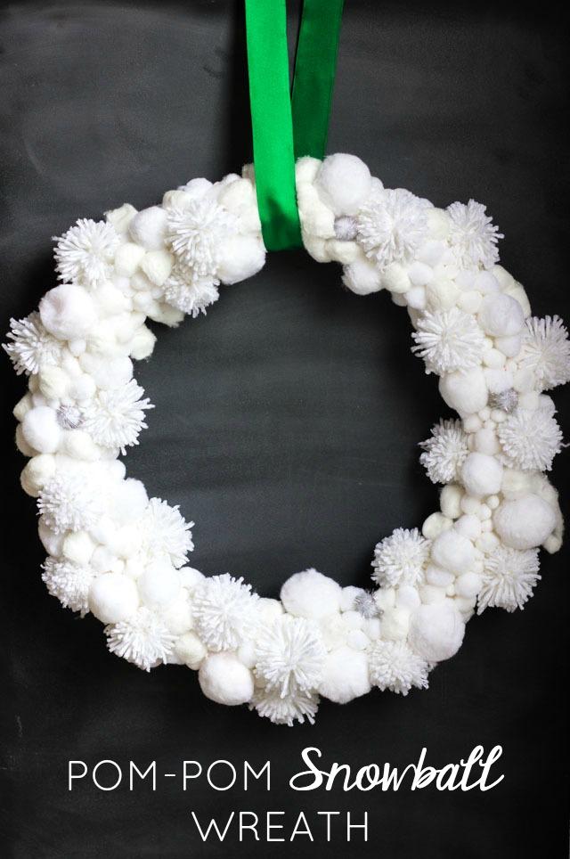 Make this pretty Christmas snowball wreath from white pom-poms!