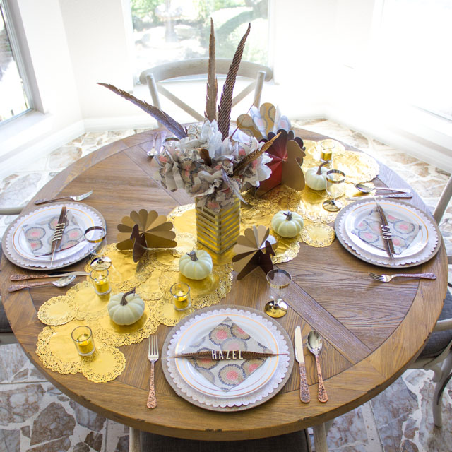 Love these simple and low cost Thanksgiving table decor ideas!