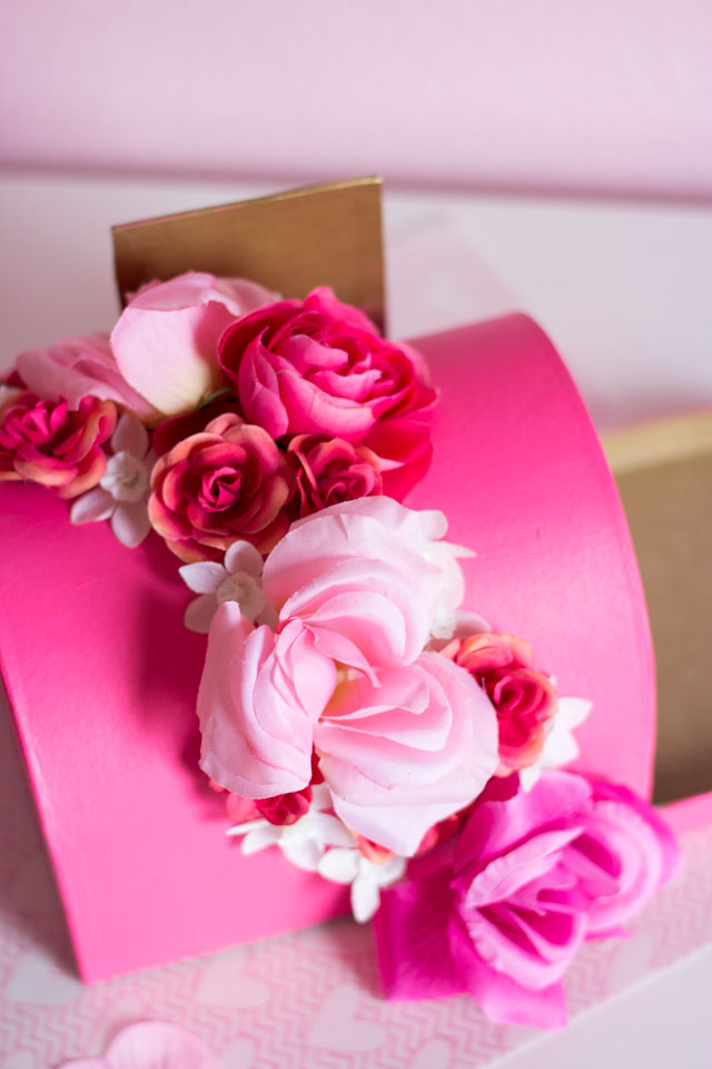 Such a pretty DIY valentine box idea!