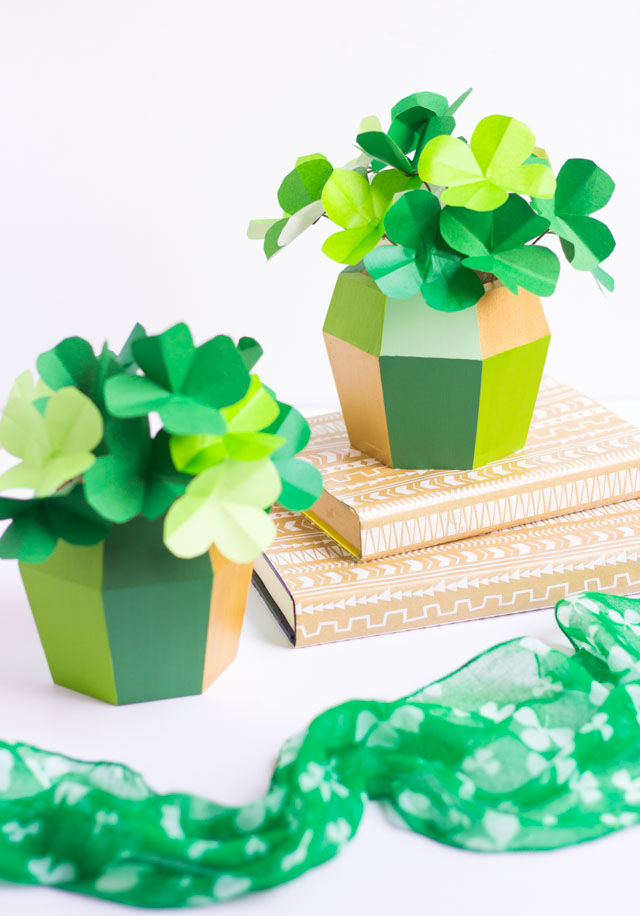 Make these gorgeous paper shamrock centerpieces for St. Patrick's Day!