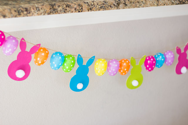Such a cute DIY Easter egg and bunny garland!