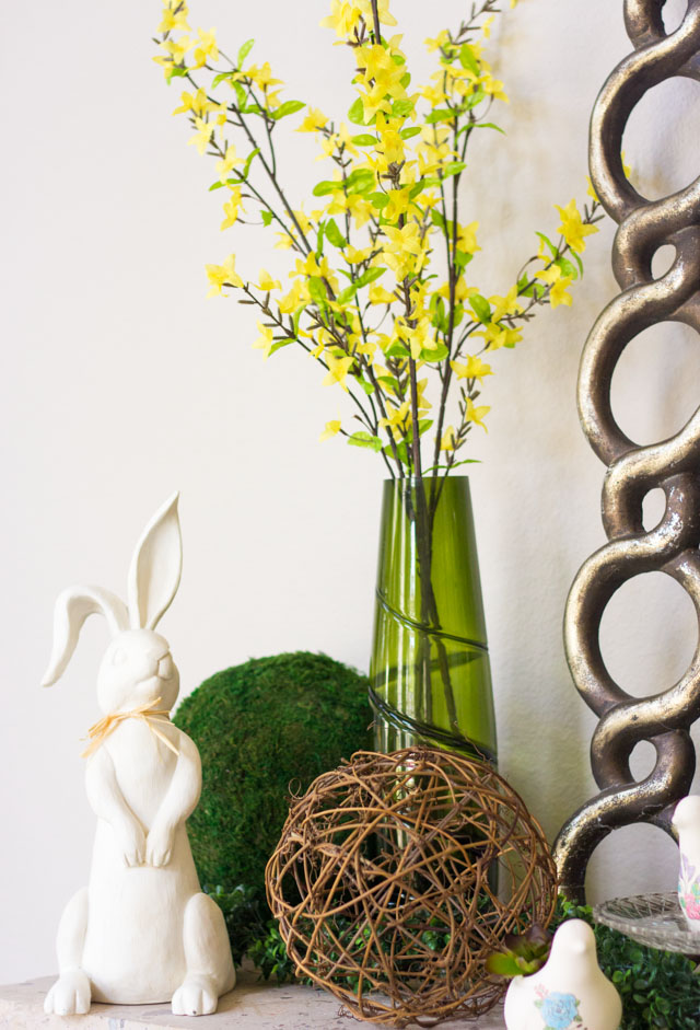 Love these spring mantel decor ideas!
