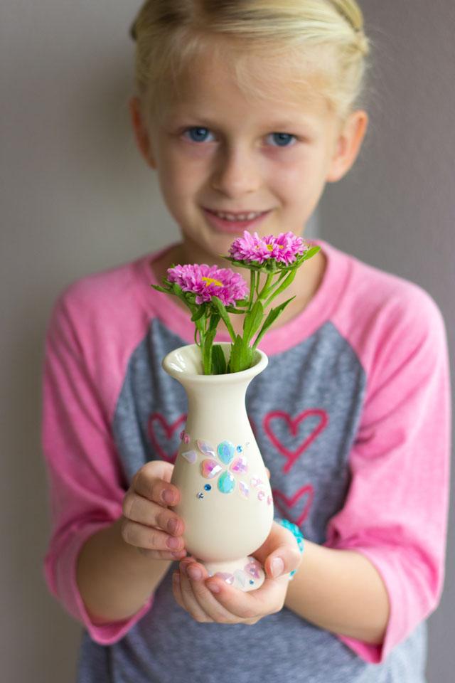 Rhinestone jewel decorated vases #kidscrafts #kidsvases #kidscraftideas