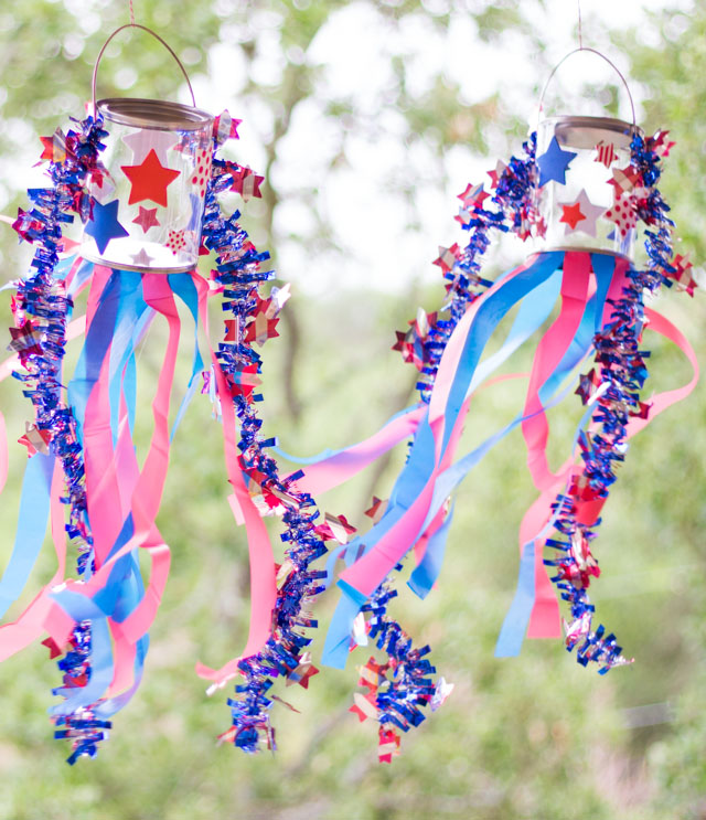 Patriotic Fourth of July windsocks #fourthofjulycraft #patrioticcrafts #4thofjulycrafts