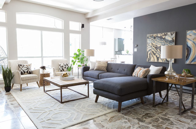 Love the mid-century sectional in this modern living room!