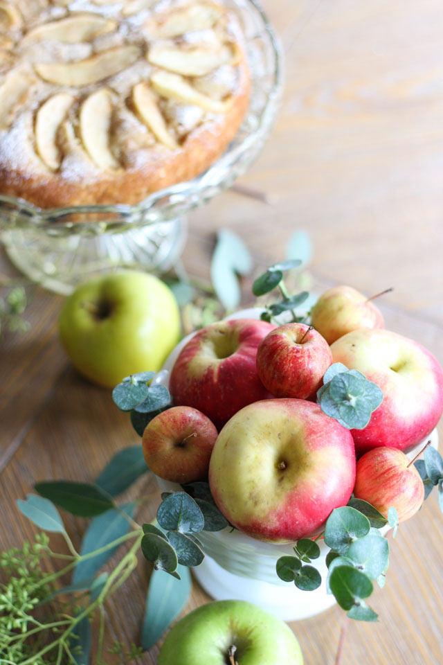 How to decorate your fall table with apples!