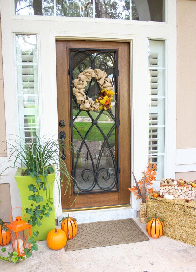 Such a pretty fall front porch!