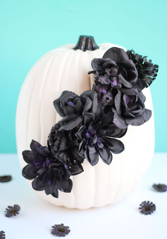 Black flower halloween pumpkin