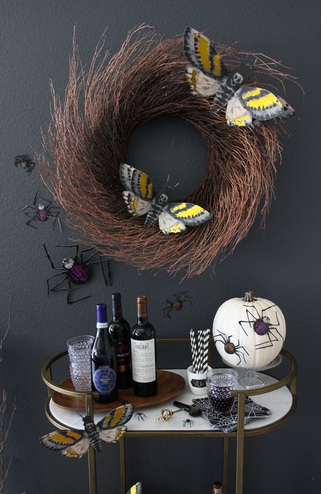 Love this insect themed Halloween decor!