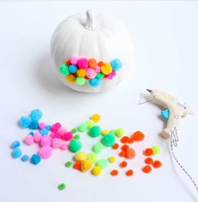 How to make pom-pom pumpkins