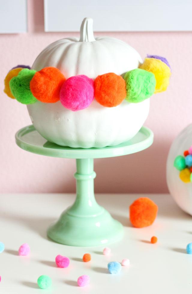 Make a pom-pom crown for your pumpkin!
