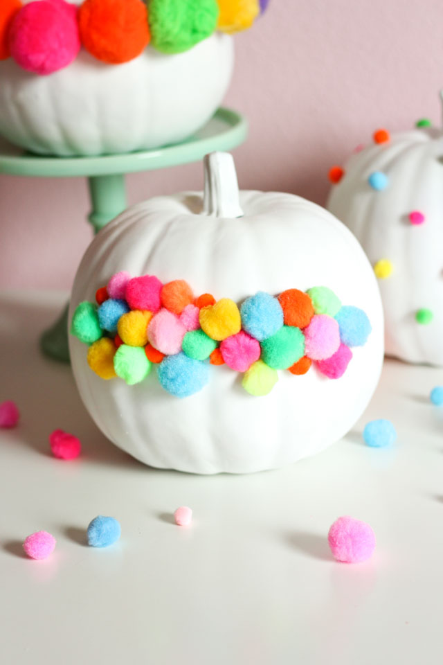 Love these pom-pom decorated pumpkins!