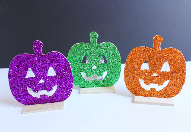 Glittery jack-o-lantern pumpkins - the perfect kids Halloween craft!