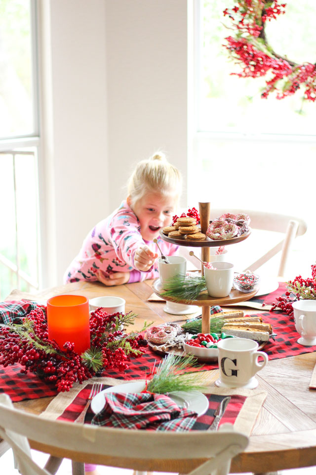 How to create a special Christmas breakfast table!