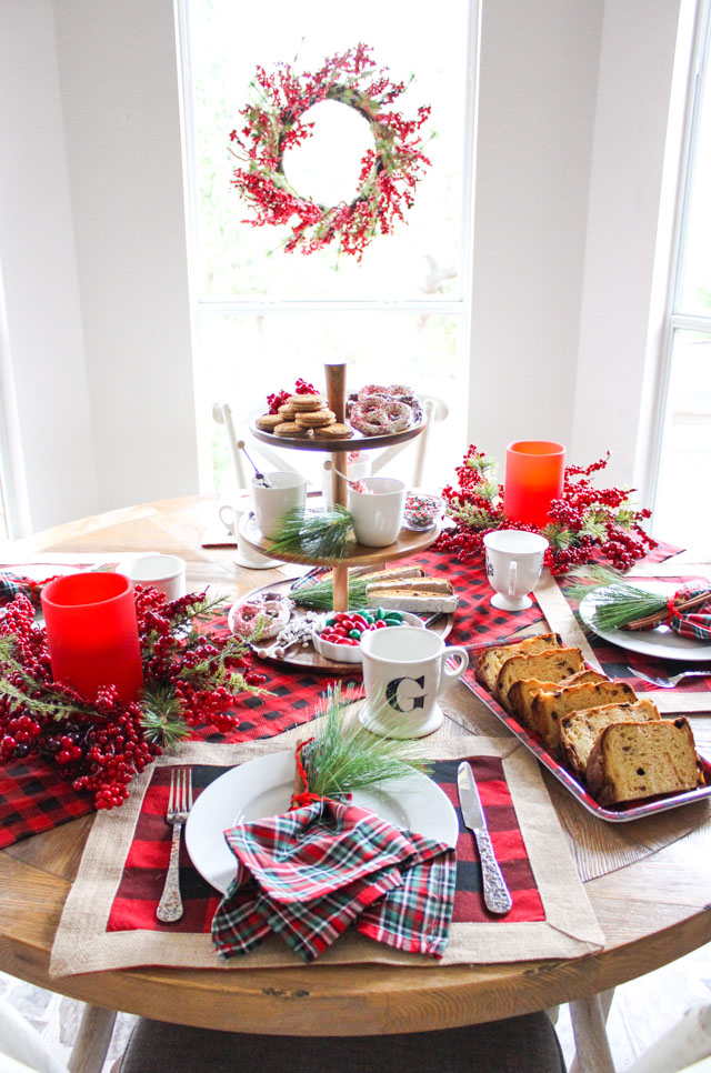 How to create a special Christmas breakfast table with plaid!