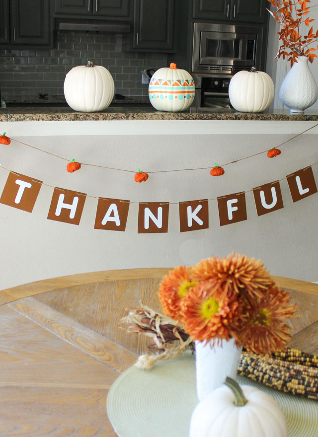 Make this pretty wood Thankful garland for a Thanksgiving decoration you can use year after year!