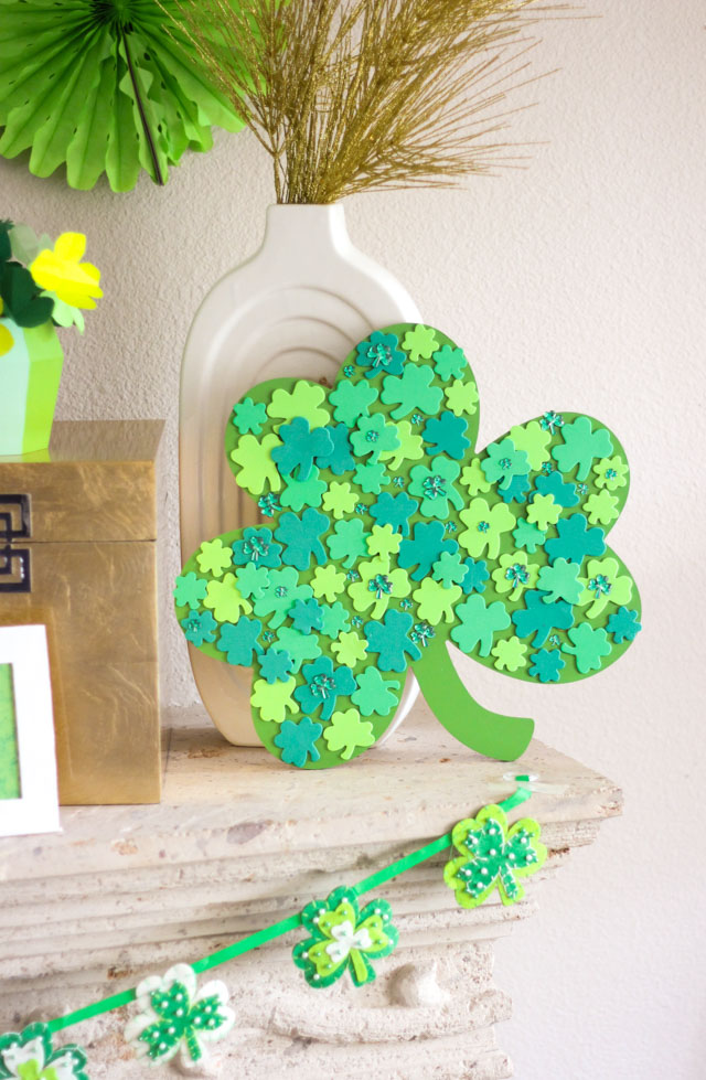 Love these simple St. Patrick's Day craft ideas! #stpatricksday #stpatrick #shamrock #lucky