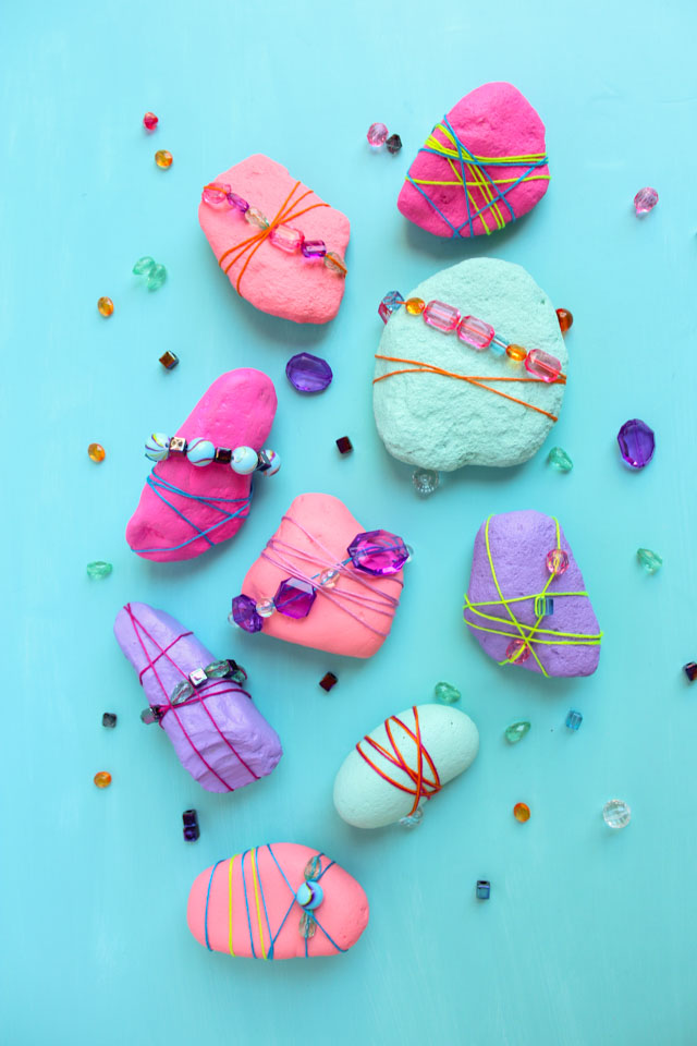 Rocks never looked so pretty! Decorate them with beads and jewels for pretty garden rocks or paperweights! #rockpainting #gardenrocks #kidscraft #naturecraft #kidmademodern
