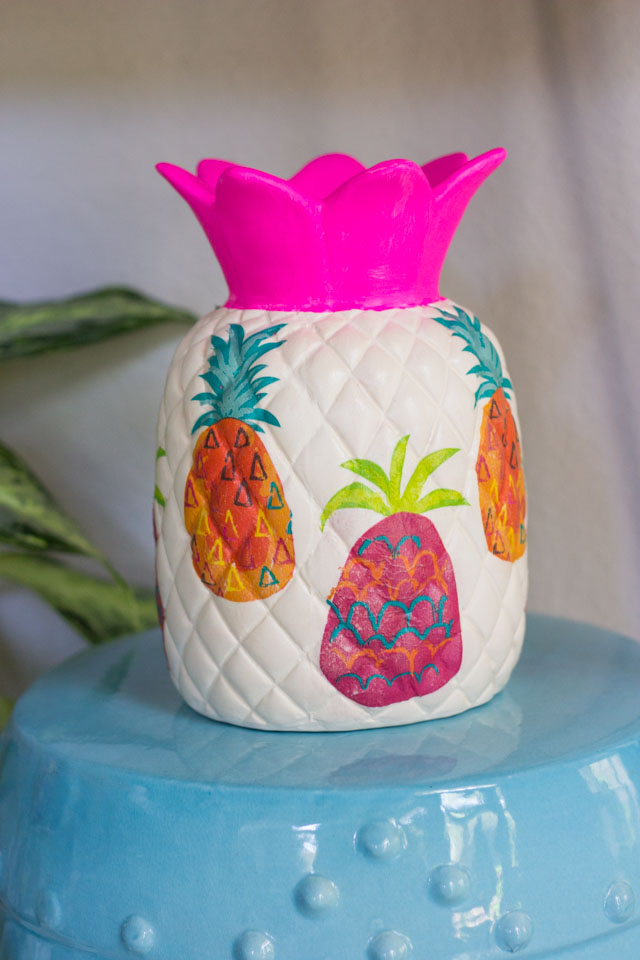 DIY ceramic pineapple decor ideas! #pineapplecrafts #summercrafts #diypineapple #modpodgecrafts