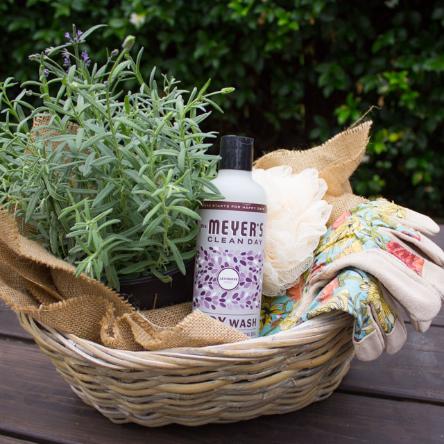 Summer Hostess Gift Idea: Garden Gift Basket