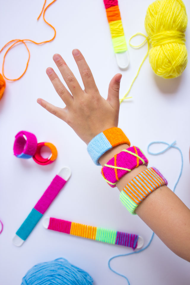 How to make yarn wrapped slap bracelets #kidscraftideas #slapbracelets #yarnbracelets