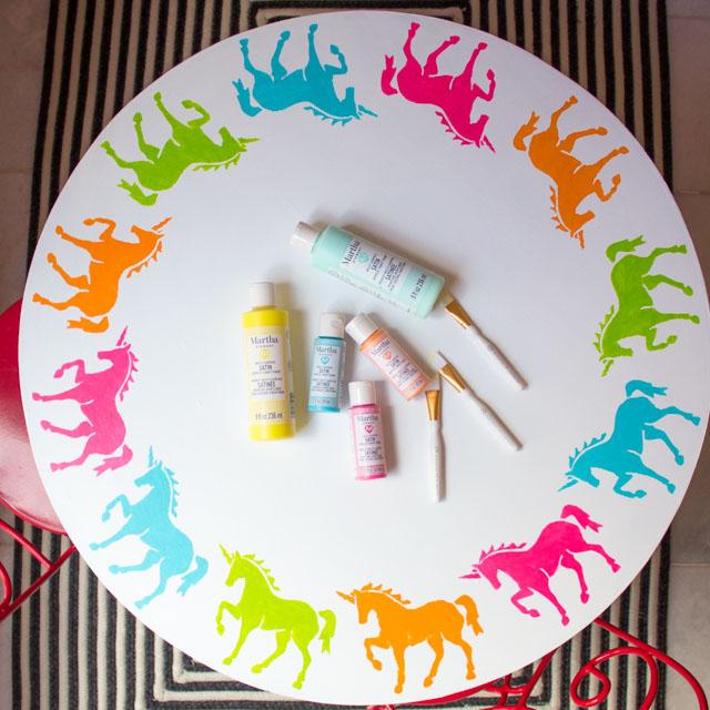 Stencil a kids table with unicorns! #unicorns #stencil #kidstable #marthastewart